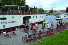 *Photo III Boarding the Ave Maria with 40 bicycles in Mantua