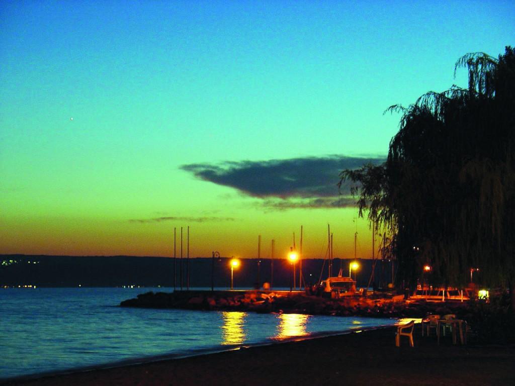 Bolsena evening beach, by Guido Crollo