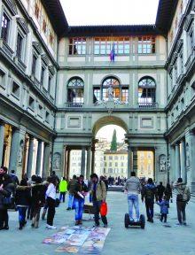 Angel of the Uffizi Column - Uffizi Courtyard Activities - photo by Pat Gartman  (3)