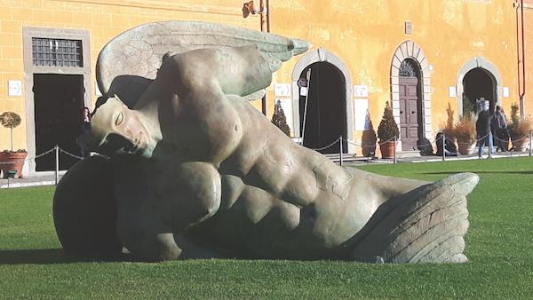 Igor Mitoraj Fallen Angel sculpture Pisa Piazza dei Miracoli