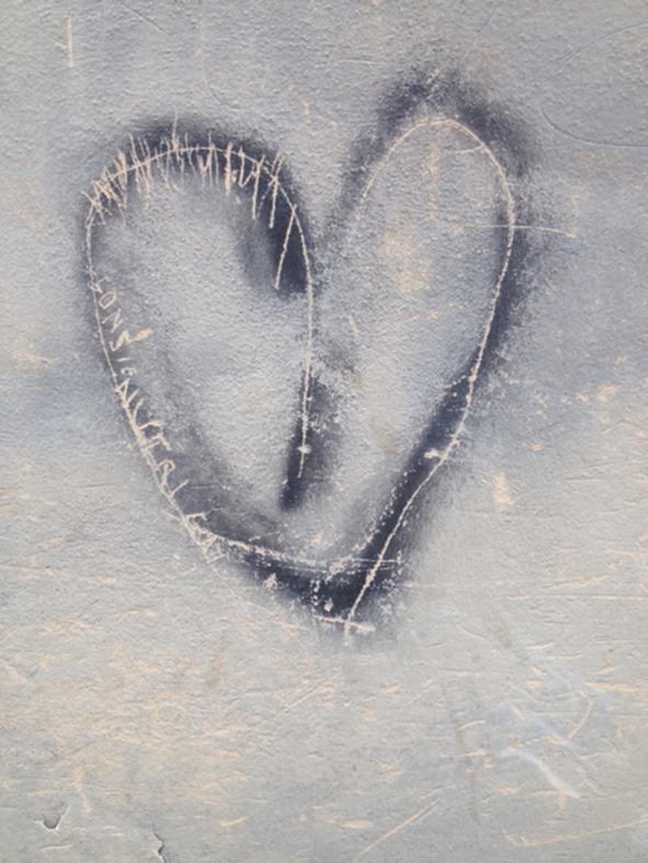 heart graffiti Italy
