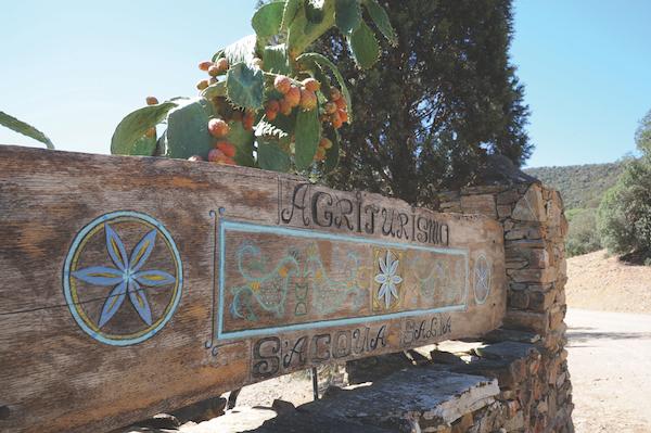 Signpost to S'Acqua Salia agriturismo Sardinia