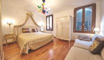 Dorsoduro apartment, Venice