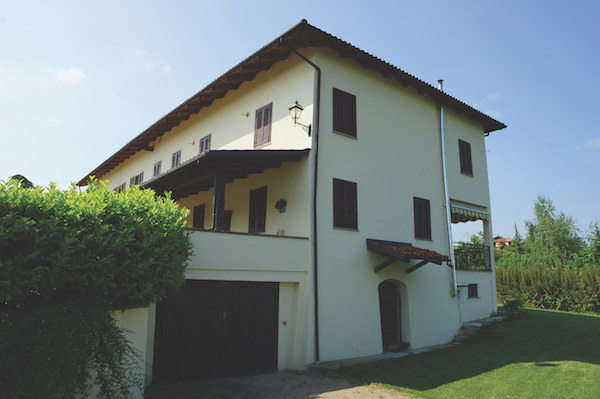 Agliano Terme farmhouse