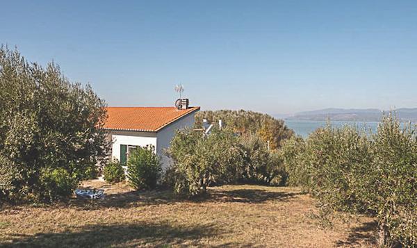 Villa vista lago, Umbria, Italy