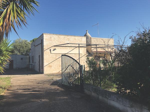 Trulli and lamie in Puglia