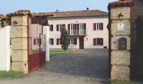 Mombercelli farmhouse