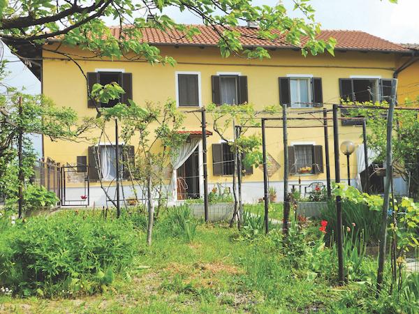 cascina with vineyard, Piedmont