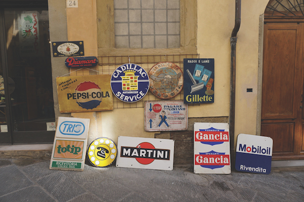 signs for sale in Arezzo