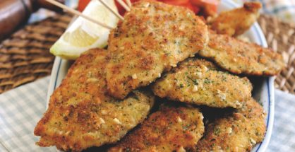 Chicken breast with a crust of parsley, pine nuts and Parmesan for picnic